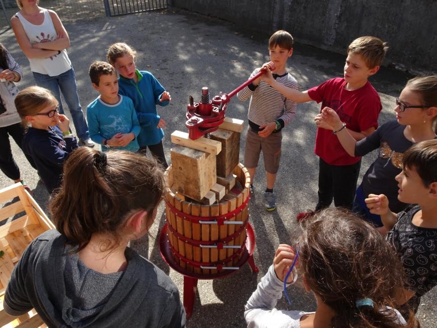 Appel à bénévoles : CUMA citoyenne à la brocante de St-Julien-en-Quint ?