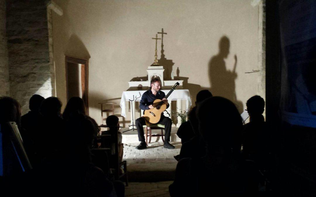 Retour en images et vidéo du concert de Robin Maxime à la chapelle de Saint-Andéol